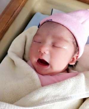 凤凰传奇玲花顺利产女 晒女儿可爱出生照资讯生活